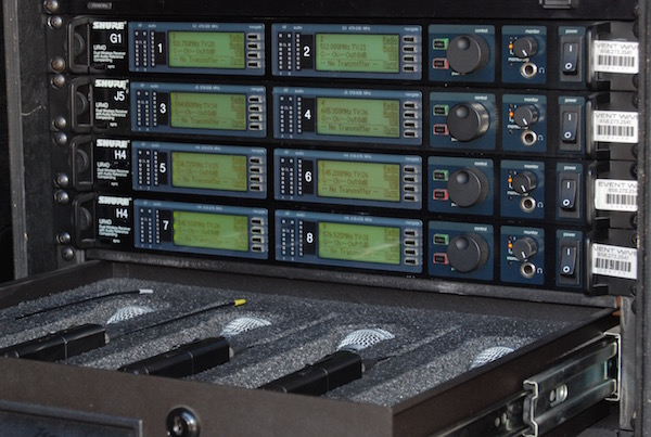 Shure UHF-R 8-Channel Rack